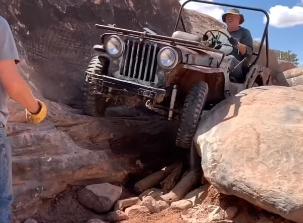Anand Mahindra Shares New Video: Anand Mahindra did a video of 70 year old jeep, see