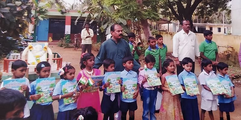 Mohan Raju with the students of Channapatna schools