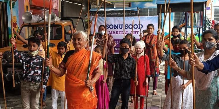 Aaji in Pune with his students (Photo courtesy: RepublicWorld)