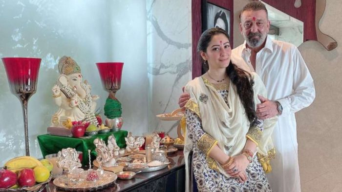 This famous actress of small screen lit 'Akhand Jyot' in front of Bappa for Sanju Baba, praying for a quick recovery