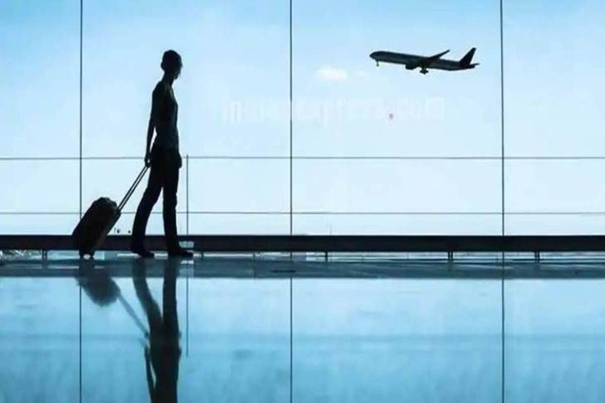 ICICI bank offer on booking domestic flights flat 10 percent discount available