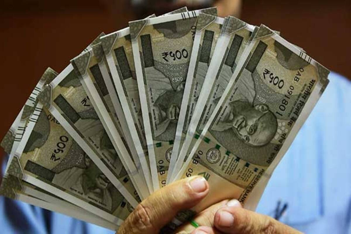 difference between salary and savings account know interest rate minimum balance penalty rules