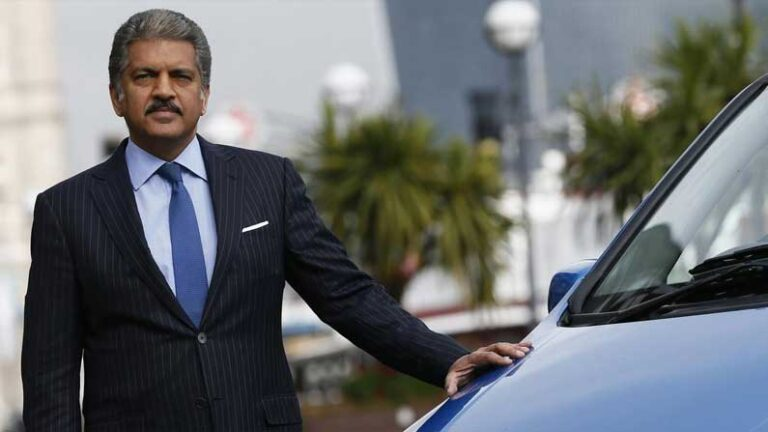 Anand Mahindra remembered the old days, said – petrol was only 72 paise a liter, this tremendous car was available for Rs 9800