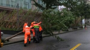 China: First year's water rained in a single day, now 'In-fa' storm knocked, China is facing severe devastation