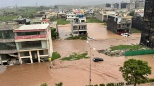 Cloudburst in Islamabad, flood-like situation, cars floating in water... roads submerged, army launched to help