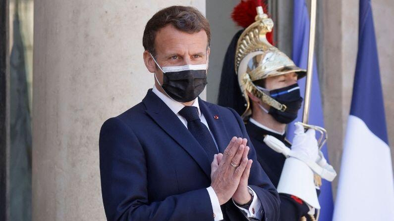 French President Emmanuel Macron lashed out at the protesters against vaccination, said - such people will not let Corona go from the country