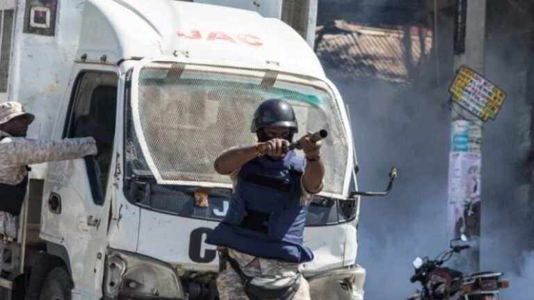 Gang violence continues in Haiti, indiscriminate bullets fired in the middle of the road in the capital Port o Prince, 15 people including journalists died