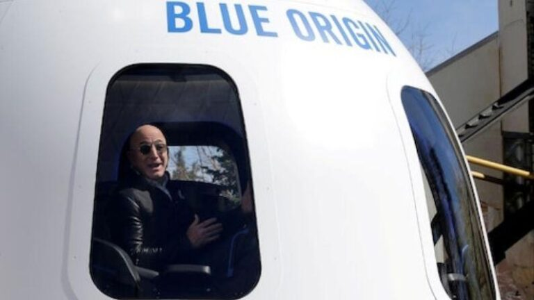 Jeff Bezos Space Travel: Jeff Bezos returned to Earth after completing his space journey, the world got four new astronauts after an 11-minute walk
