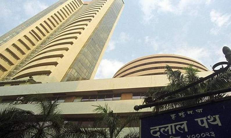 Last week, the market cap of 6 of the top 10 Sensex companies decreased by 76,640.54 crores, this private bank suffered the most.