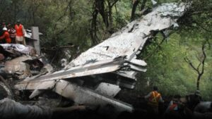 'Left Sir... Sir Turn Left'... First Officer kept shouting, Captain and Officer fought in the sky, Pakistani plane collided with mountains, 152 killed