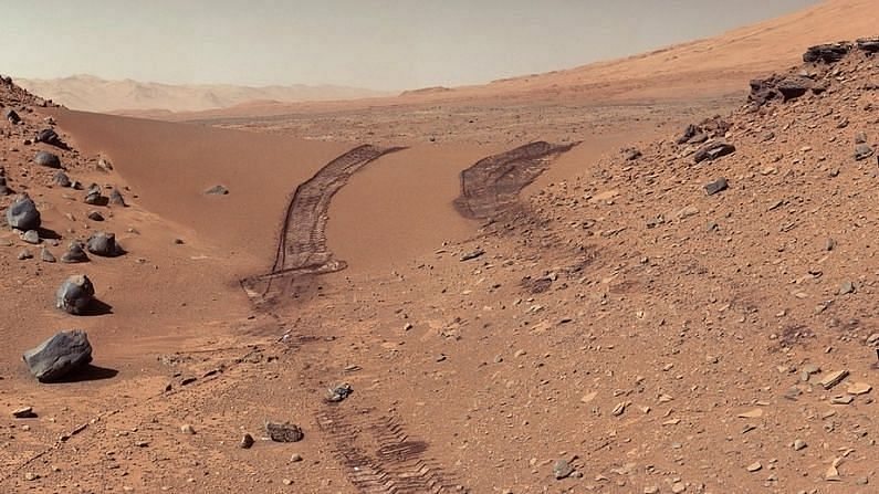 The hopes of scientists looking for water on Mars have suffered a major setback. There was a lot of discussion about the presence of a water lake on Mars, it is being said that it could be a frozen clay soil (Mars Water History). Researcher Isaac Smith of the Planetary Science Institute says that the data collected from MARSIS on the European Space Agency's Mars Express in the year 2018 raises questions about the presence of water on Mars.