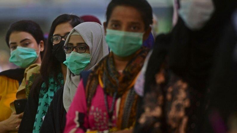 Pakistan Coronavirus: Government strict on people who do not get vaccine in Pakistan, ban on domestic air travel