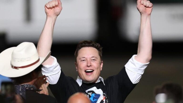 Space Race of Billionaires!  Elon Musk will travel to space through Virgin Galactic's spacecraft, booked tickets
