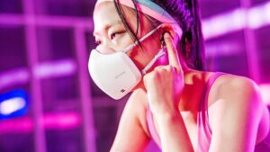 This awesome mask came with 1000mAh battery and VoiceON technology, you will also be surprised to know the features