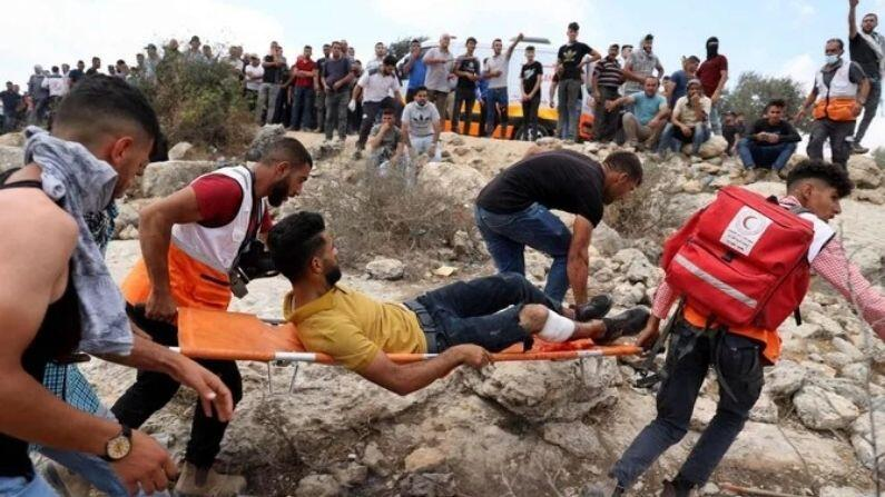 Violent clashes between Israeli security forces and Palestinians in the West Bank, more than 140 people injured