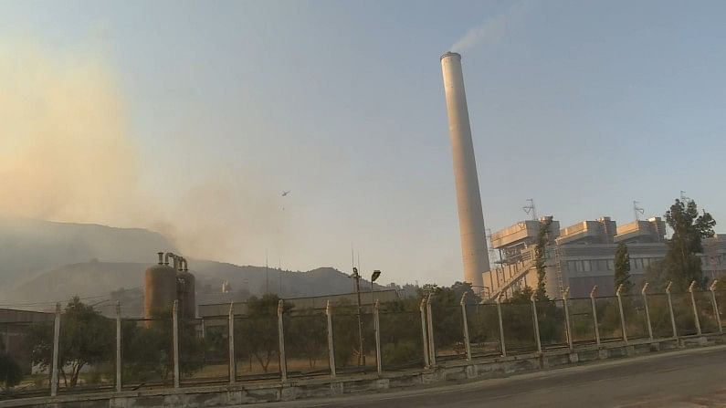 Big danger: Forest fire reaches Turkey's power plant, efforts continue to evacuate hundreds of people by sea