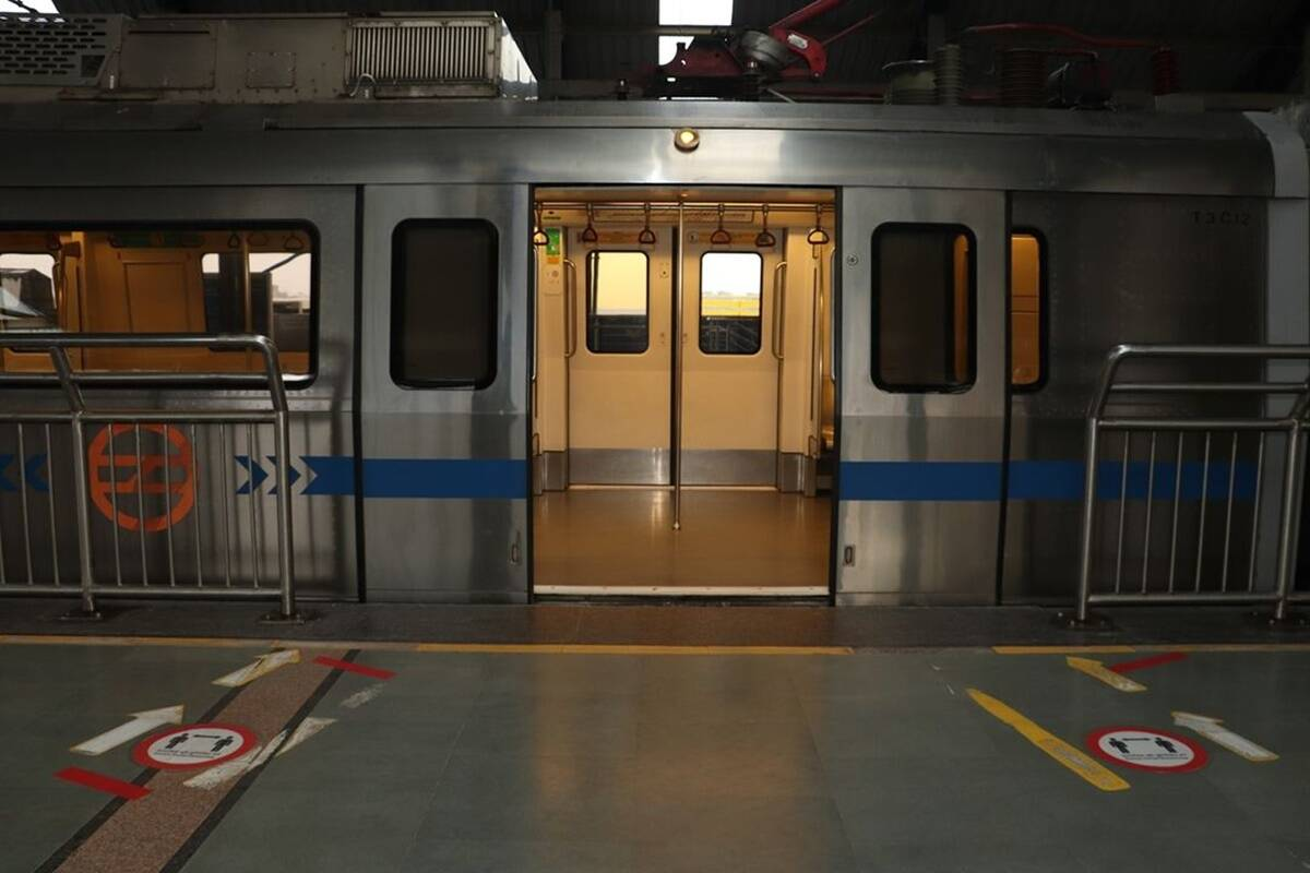 delhi metro services on independence day from timings to parking details and know about Feeder electric buses