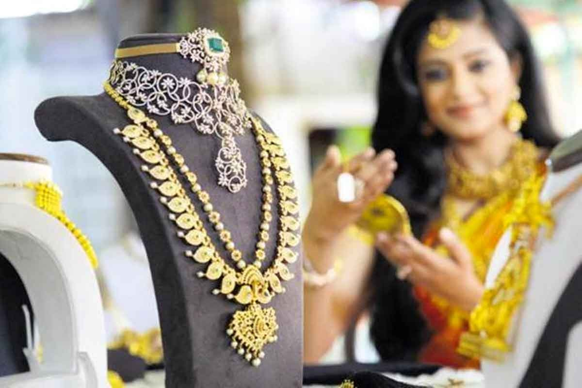 India Gold Supply for Festivals May Stumble on New Purity Rule gold hallmarking may affect supply over demand
