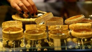 Gold Price: Gold prices fall for the second consecutive day today, know the new rates of 10 grams of gold