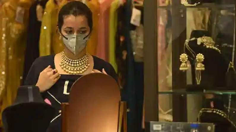 Gold rate: Gold fell by Rs 1350 this week, know the latest price