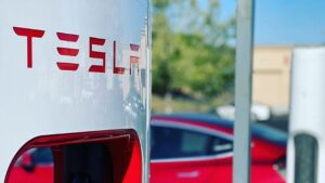 Good news for Tesla fans, cheap cars will be available in India, import duty may be cut by 40%