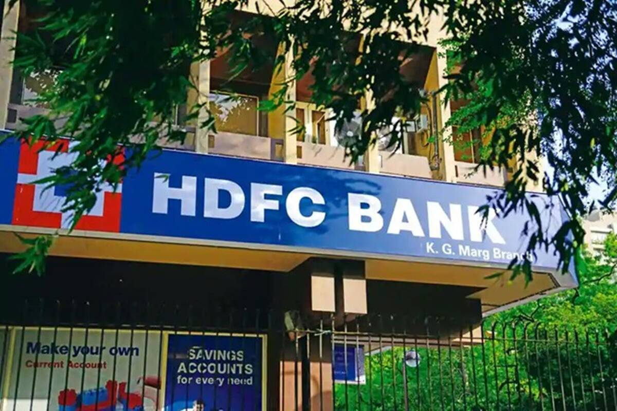 HDFC Bank shares rise sharply, ban on issuing new credit cards lifted