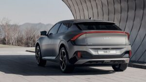 Kia launches all-electric EV6 sedan car, will get a range of up to 475KM on a single charge, know how much is the price