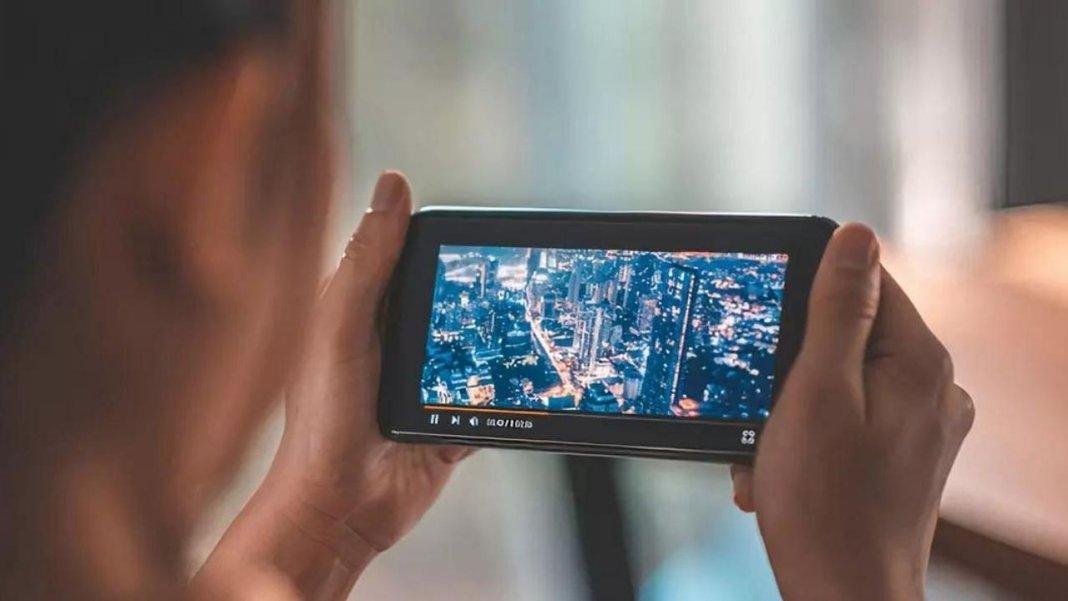 रिपोर्ट में हुआ बड़ा खुलासा, 2025 तक, 650 मिलियन भारतीय रोजाना एक घंटे के लिए शॉर्ट फॉर्म वीडियो देखेंगे