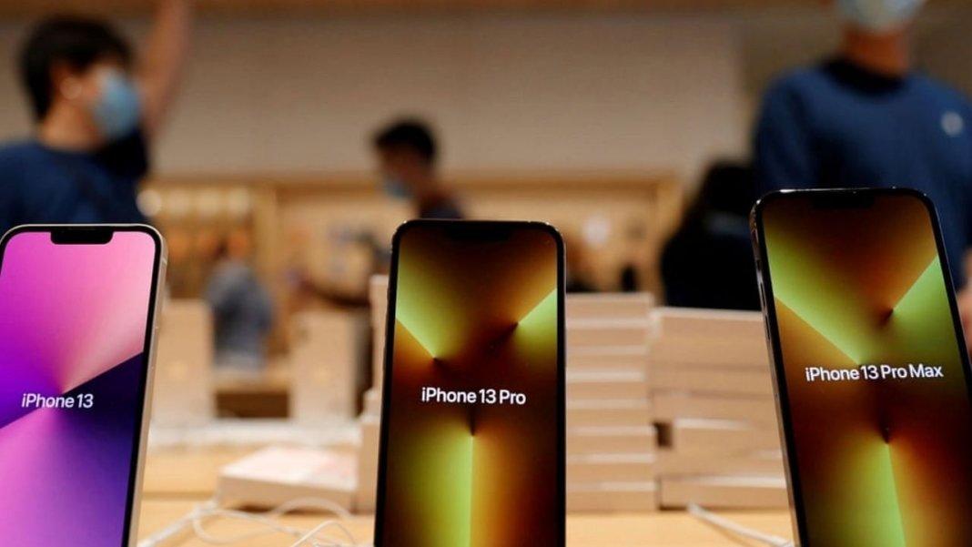 आईफोन 13 प्रोडक्शन पर मंडराए संकट के बादल, चिप शॉर्टेज की वजह से कंपनी अब नहीं बना पाएगी इतने लाख फोन