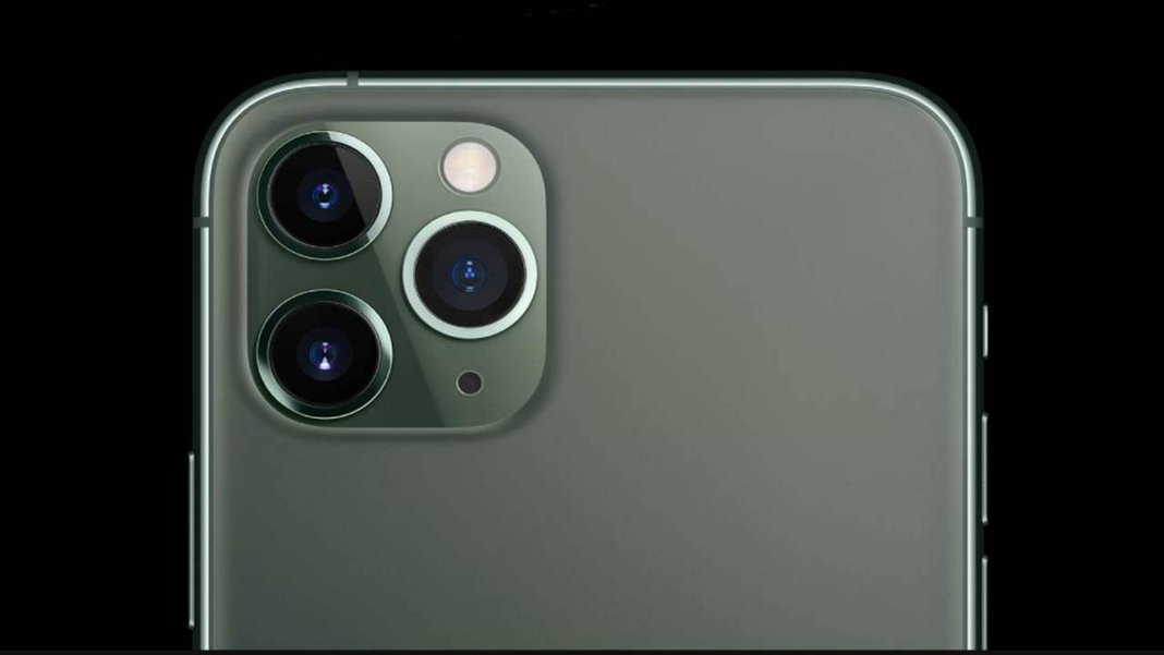 लाख रुपये से अधिक कीमत वाला IPhone मिल रहा है सिर्फ 66,999 रुपये में, इसमें हैं तीन रियर कैमरे, जानिए क्या है डील