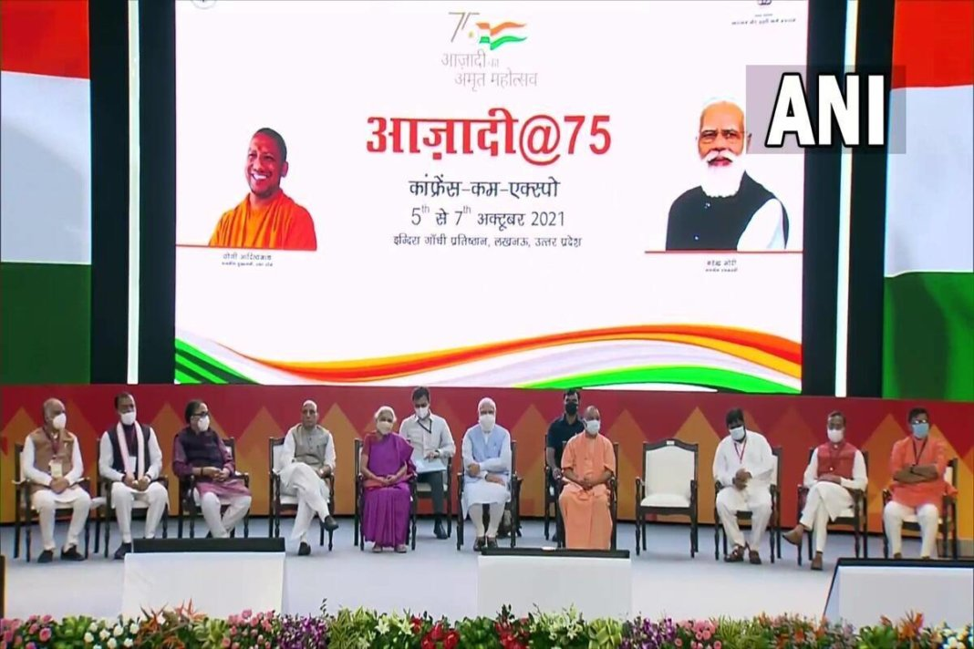 PM Modi hands over keys to 75 thousand beneficiaries of central housing scheme in UP